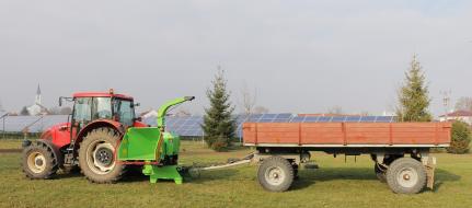 Высокопроизводительный щепорез к трактору с поворотным и прицепным устройством для прицепа 8 т LS 160 TT